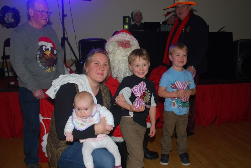 childrens-xmas-party image 14