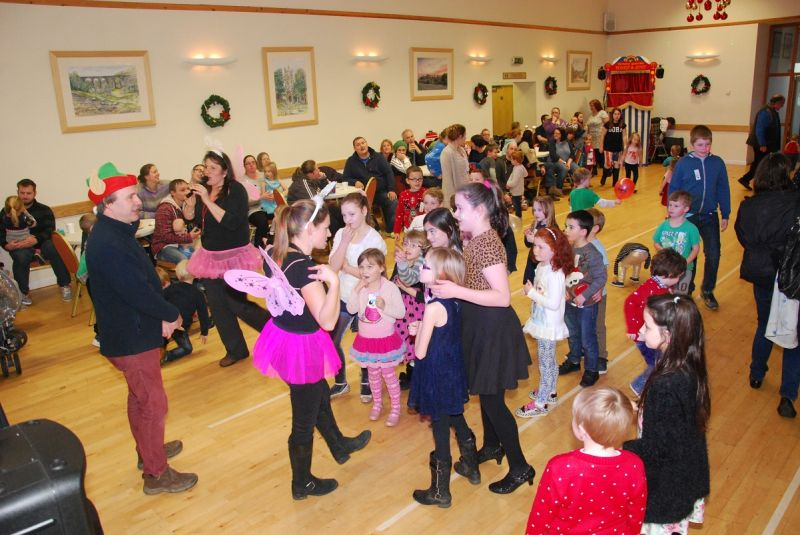 childrens-xmas-party image 4