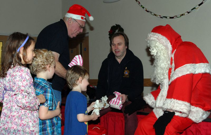 childrens-xmas-party image 15